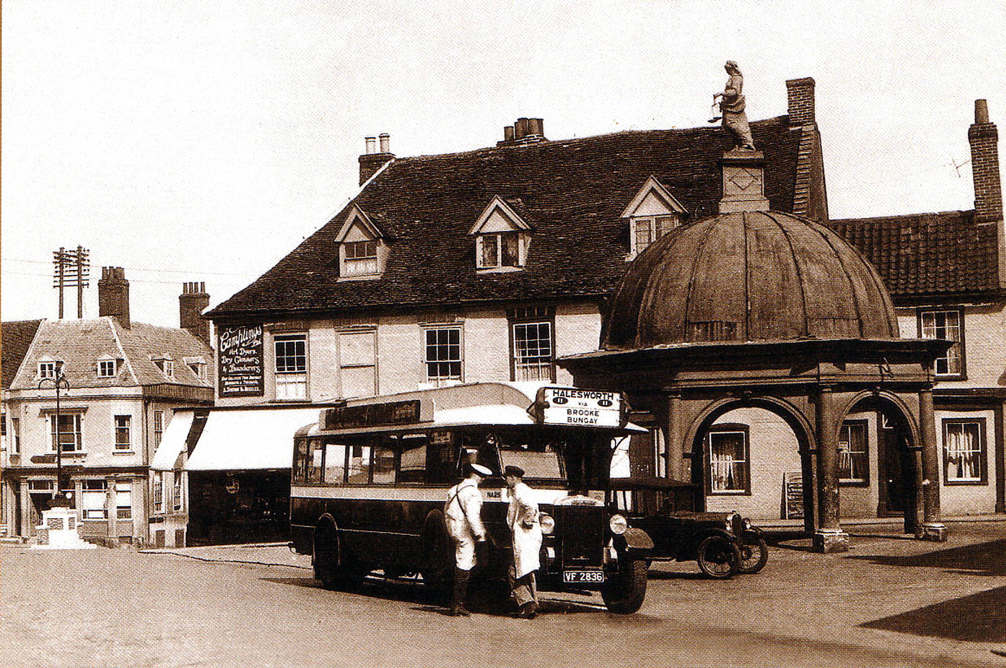 NA 25 (VF 2836) Bungay Market Cross circa 1935 Vehicle type: ADC 423 (C30F) New to United Automobile Services Ltd in July 1928.